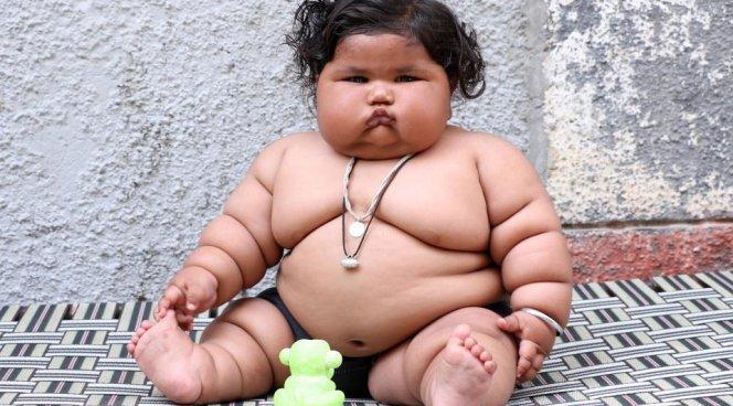 Восьмимесячная девочка весит почти 20 кг