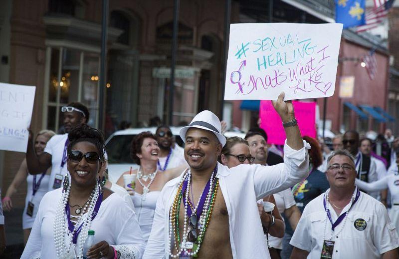 Красочный съезд свингеров в Новом Орлеане