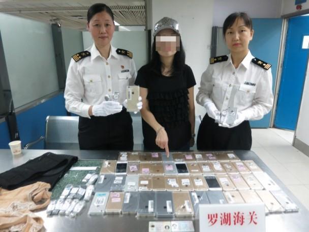 Китаянка пыталась провести на себе в Гонконг 15 часов Tissot и 102  iPhone