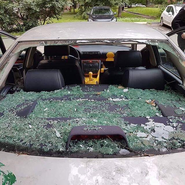 В Москве яркими красками уничтожили машину