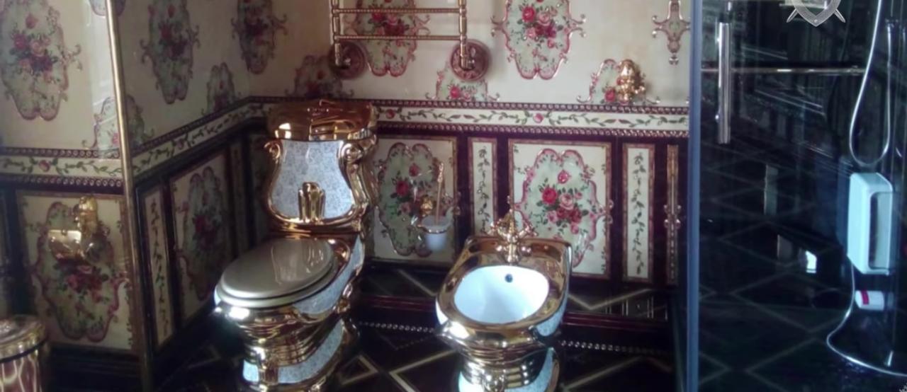 Дорогие особняки и золотые унитазы: обыски у владельцев подпольных казино в Якутии