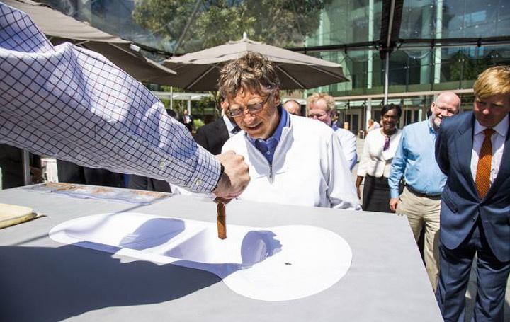 Билл Гейтс и унитаз будущего