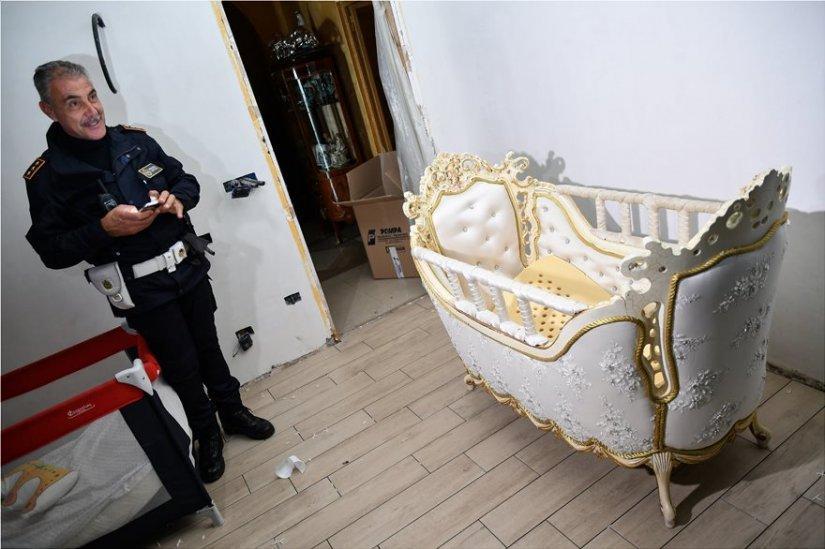 Дорого-богато: итальянская полиция зашла в гостях к цыганам