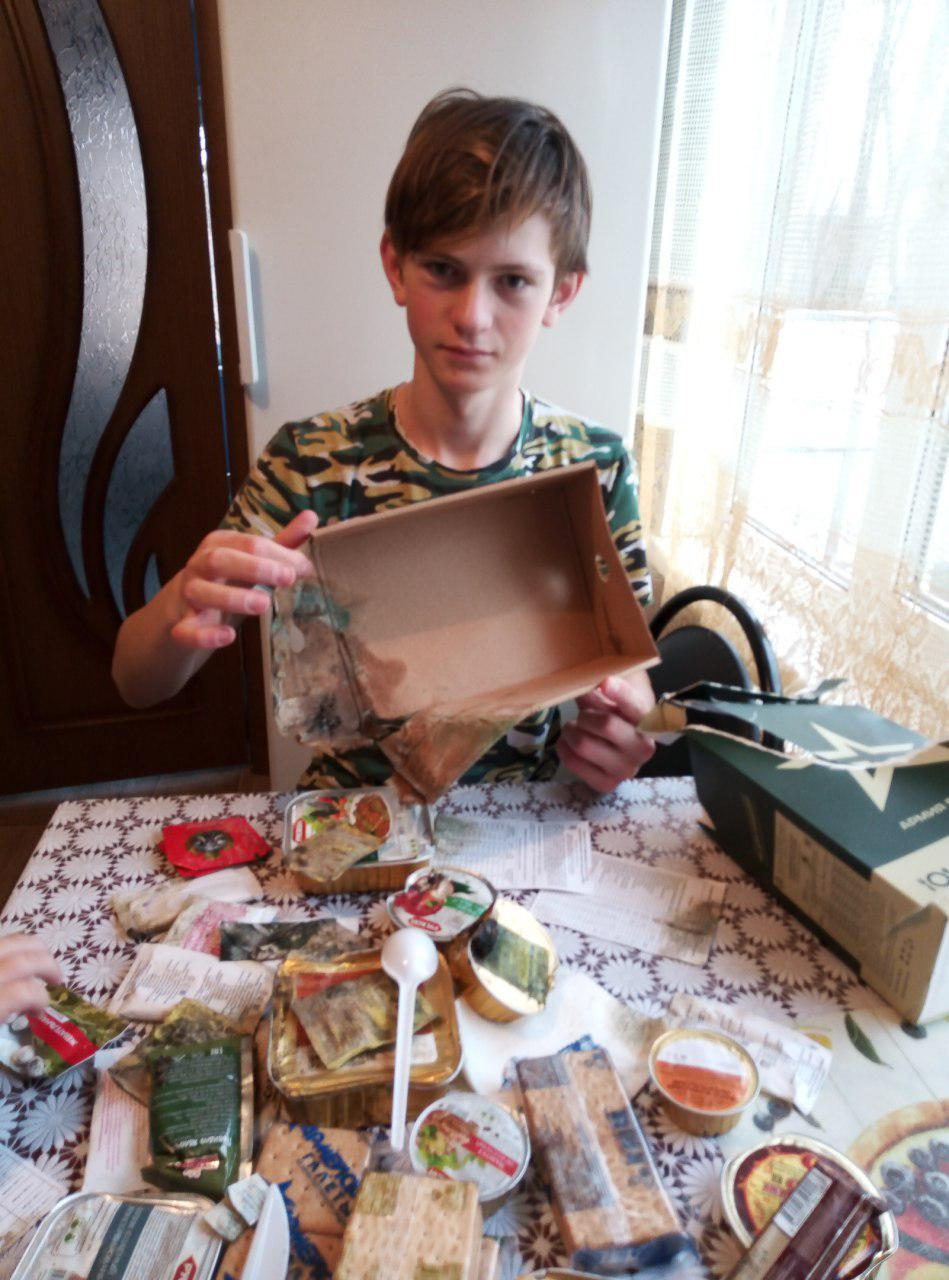 За спасение тонувшего мальчика ЛДПР наградила брянского школьника гнилым сухпайком