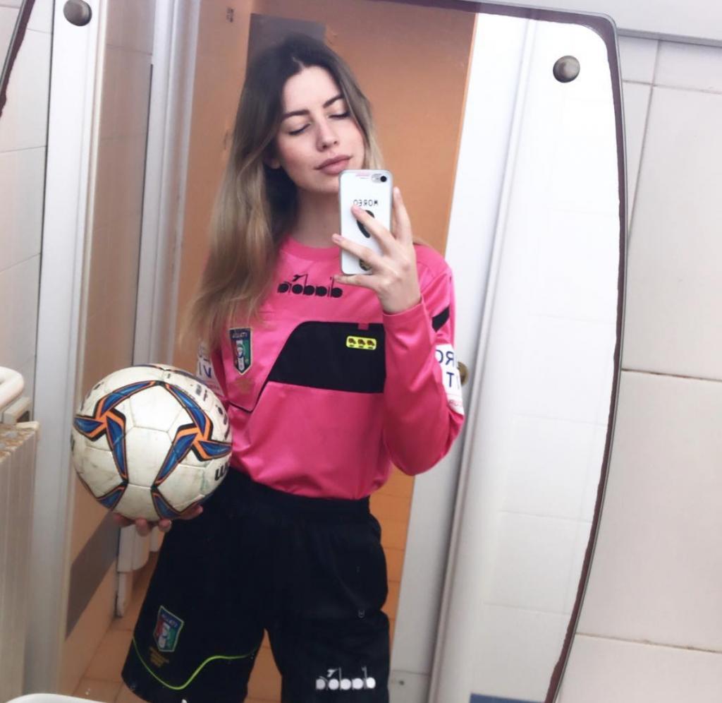 В Италии девушку-судью весь матч называли шлюхой
