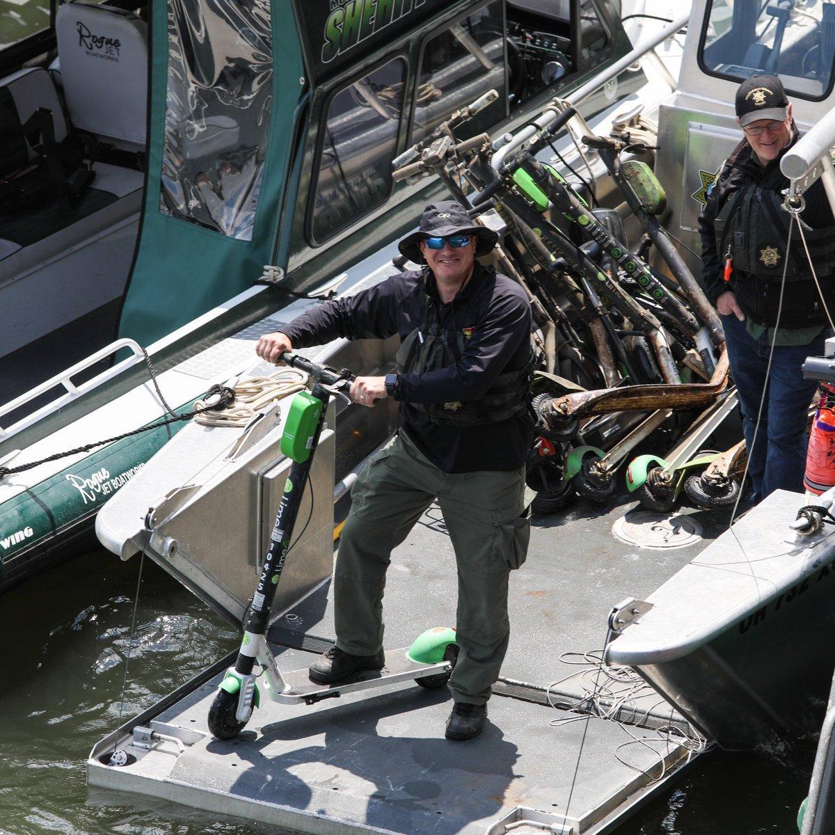 Вандализм по-американски: из реки вынули 57 прокатных электросамоката