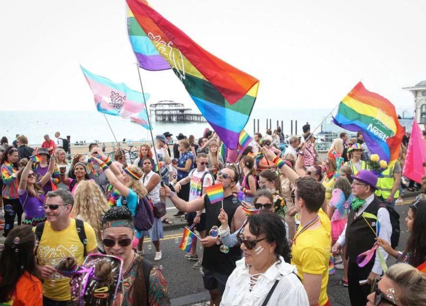 Улочки Брайтона наполнились гигантским ЛГБТК-парадом