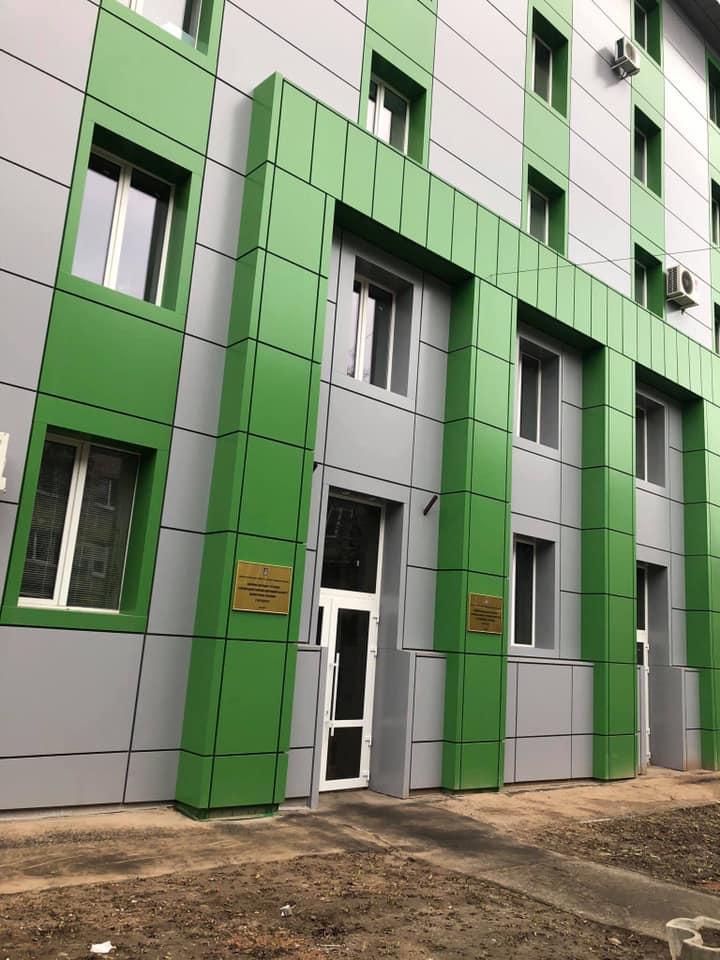 Харьковские строители люстрировали советский фасад