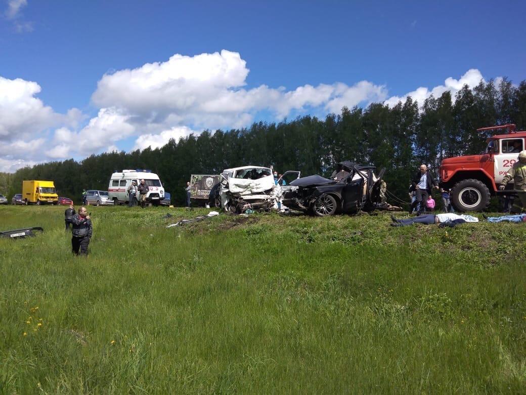 Audi Q7 разорвало на части в ДТП в Тамбовской области