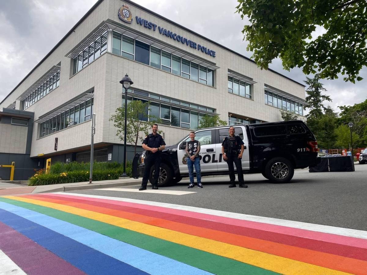 В Ванкувере оскорбили ЛГБТ-радугу