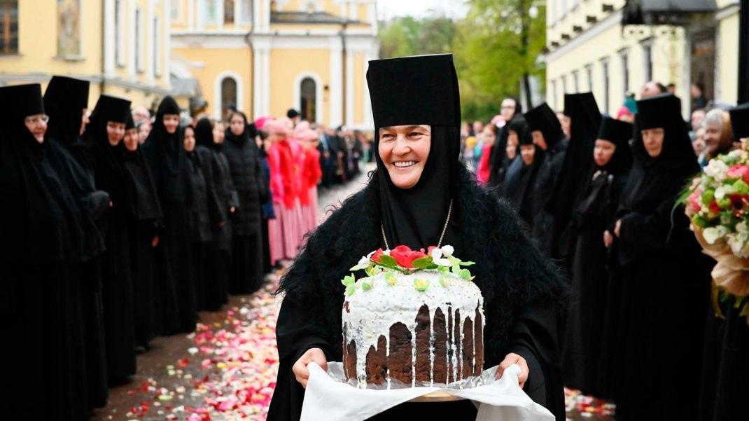 Настоятельница столичного монастыря купила Mercedes-Benz S-класса почти за  10 млн рублей