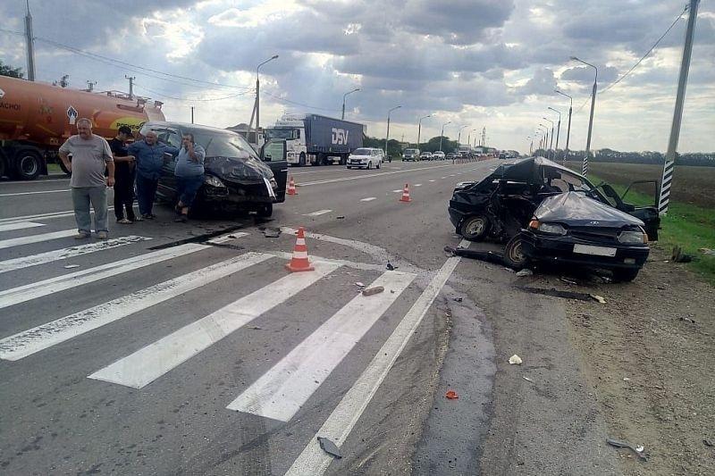 Момент смертельной аварии в Усть-Лабинском районе попал на видео