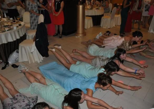 А у вас на свадьбе тоже такие конкурсы были?