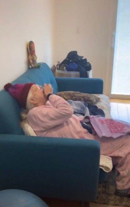 Бабуля умеет отдыхать