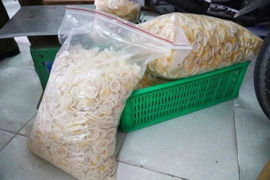 Во Вьетнаме накрыли подпольную фабрику, которая отмывала и перепродавала использованные презервативы