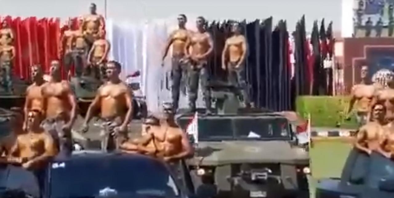 Необычный арабский парад