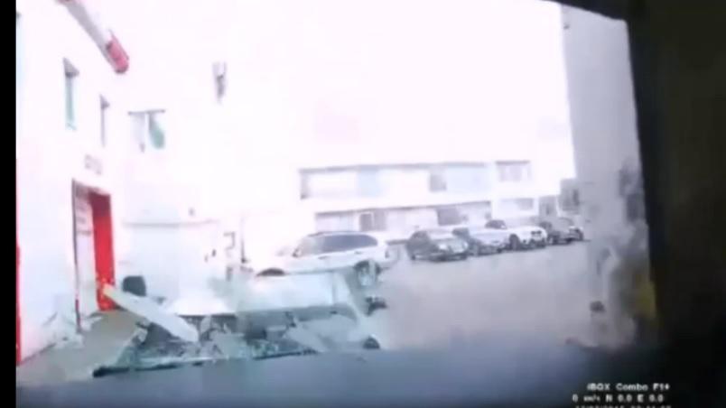 Полиция ищет автомойщика, который сегодня утром разбил Toyota Land Cruiser, BMW X5 и Toyota  Camry