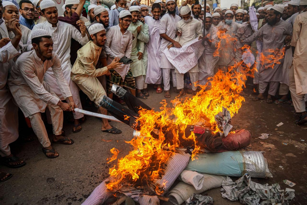 Про оскорбленных мусульман и отрезание голов неверным