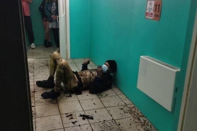 Ночью в Иркутске на лестничной площадке сожгли бомжа