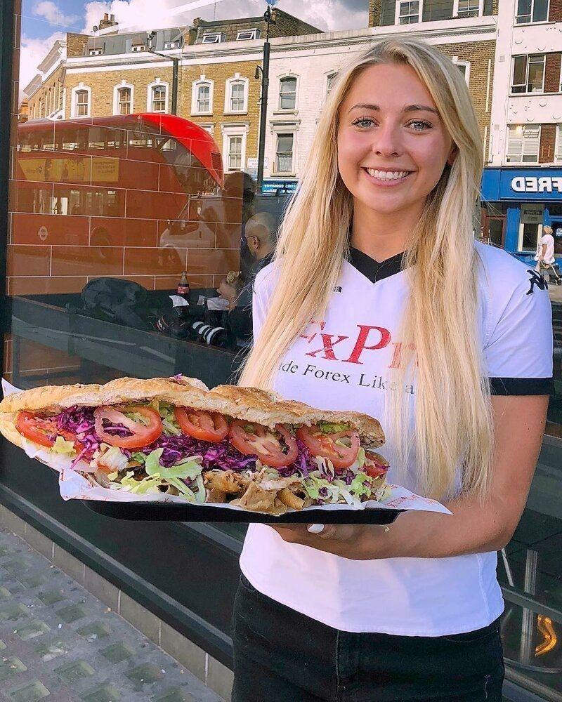 Кейт Овенс из Великобритании - девушка, которая очень любит поесть
