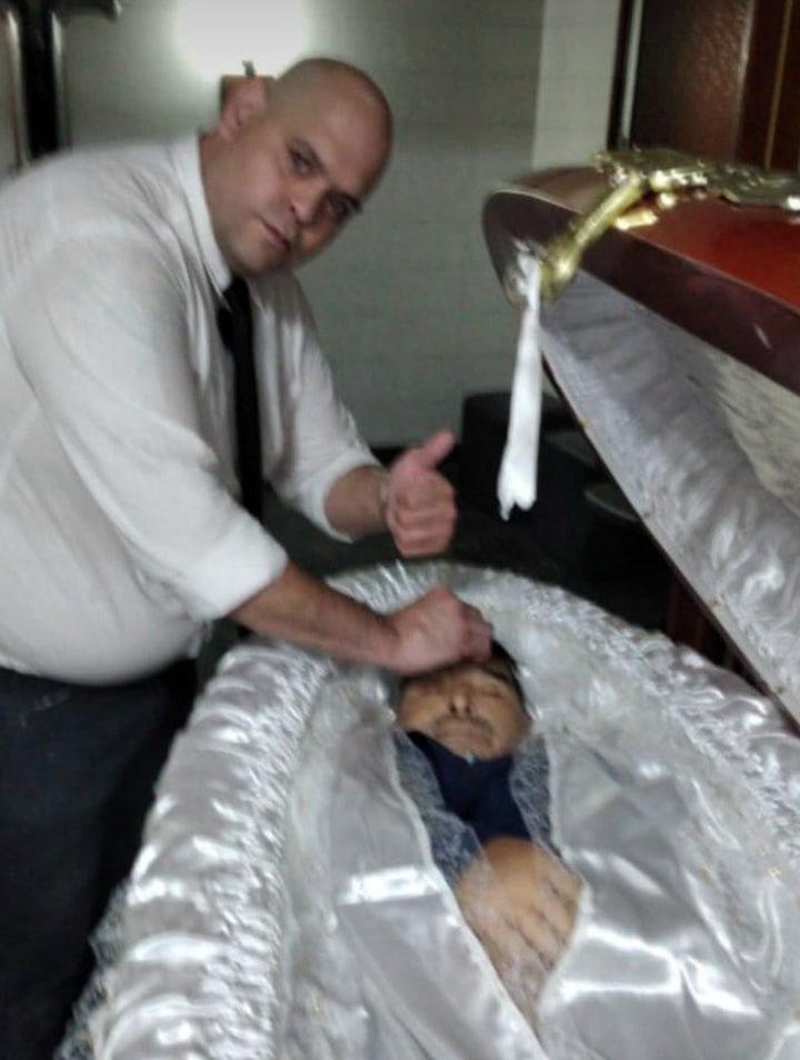 За фото с мертвым Марадоной грозятся отрубить руки