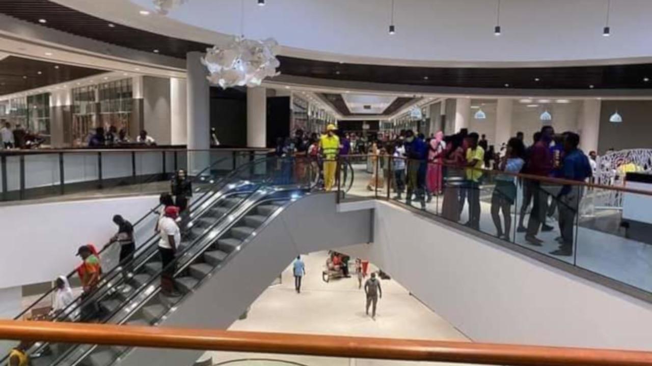 В Камеруне открылся первый торговый центр