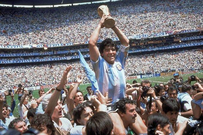 Марадона заработал за карьеру 500 млн долларов, но умер в бедности. Как так вышло?