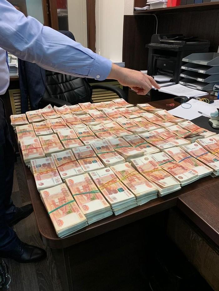 На кладбище в Краснодаре нашли тайник с 50 млн рублей