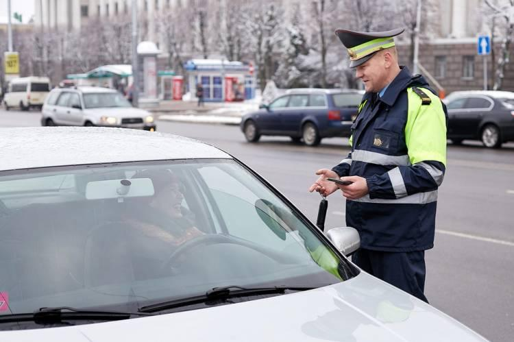 Как общаться с сотрудниками ГИБДД не опуская стекло автомобиля.