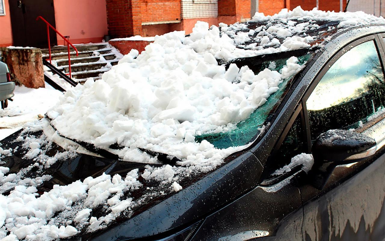 В Москве школьница выжила, упав с 13 этажа на автомобиль(Видео)
