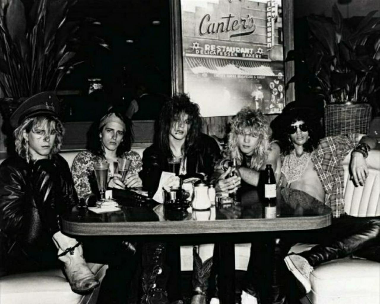 Пятничные Guns N' Roses: биполярный шизоид, безумный шляпник, трое панков и Кетайская Демократия