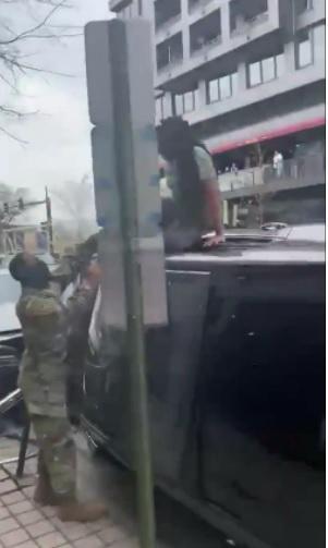 Две школьницы угнали автомобиль и убили водителя
