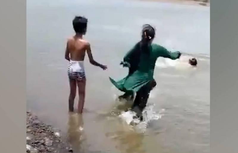 В свой день рождения мальчик случайно снял на видео, как его отец и брат утонули в озере