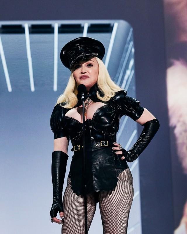 В Сети появилось фото, как Мадонна выглядит в жизни, и теперь никто не усомнится, что ей давно за 60