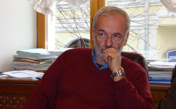 Мошенники сорвали настоящий куш. Профессор РГГУ Игорь Яковенко лишился квартиры и дачи после общения с телефонными мошенниками