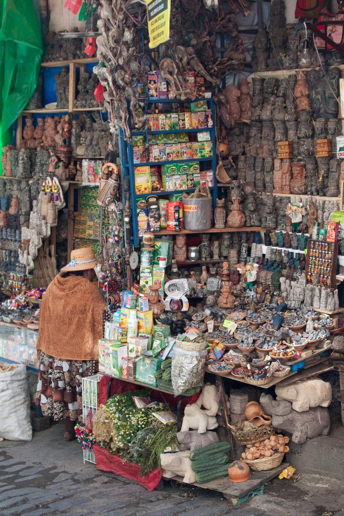 Сушеные ламы на развес и аяухаска: что происходит на рынке ведьм в Боливии