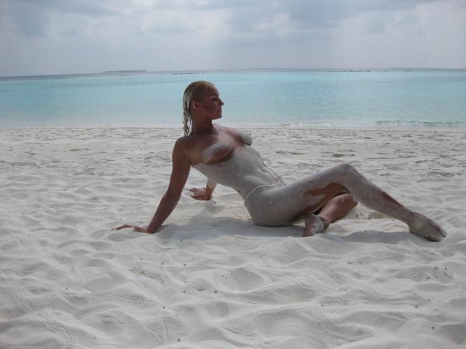 Эротические фото Анастасии Волочковой. Обнаженные загорелые девушки на пля