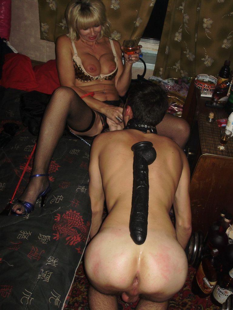 проводница со страпоном порно фото