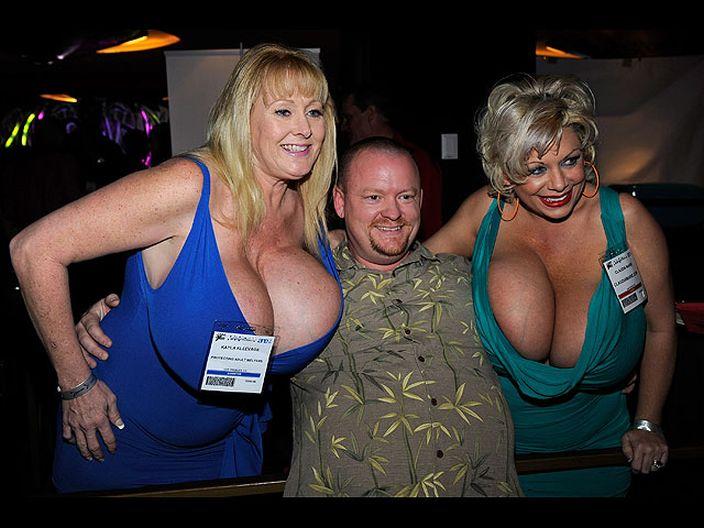 Лас-Вегасе, прошла крупнейшая ежегодная эротическая ярмарка AVN.