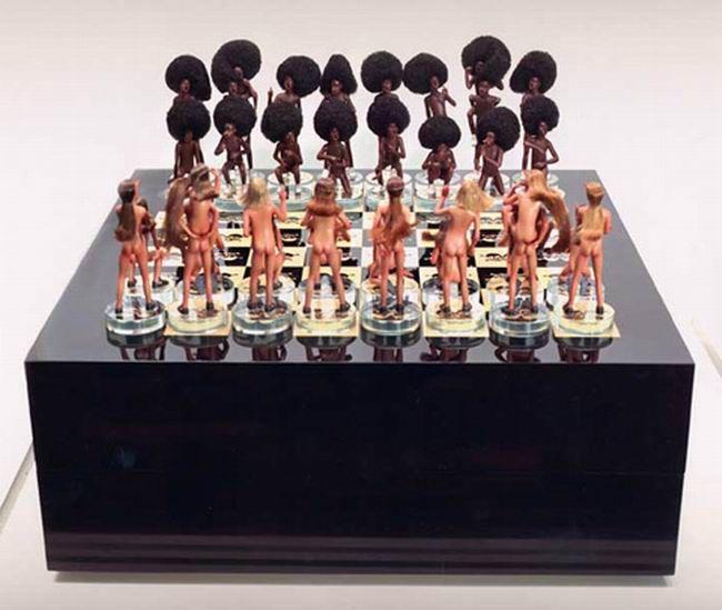 Играть онлайн в эротические шахматы