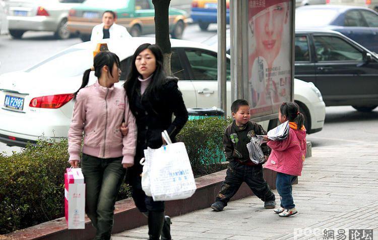 Юные бизнесмены на улицах Китая (6 фото) .