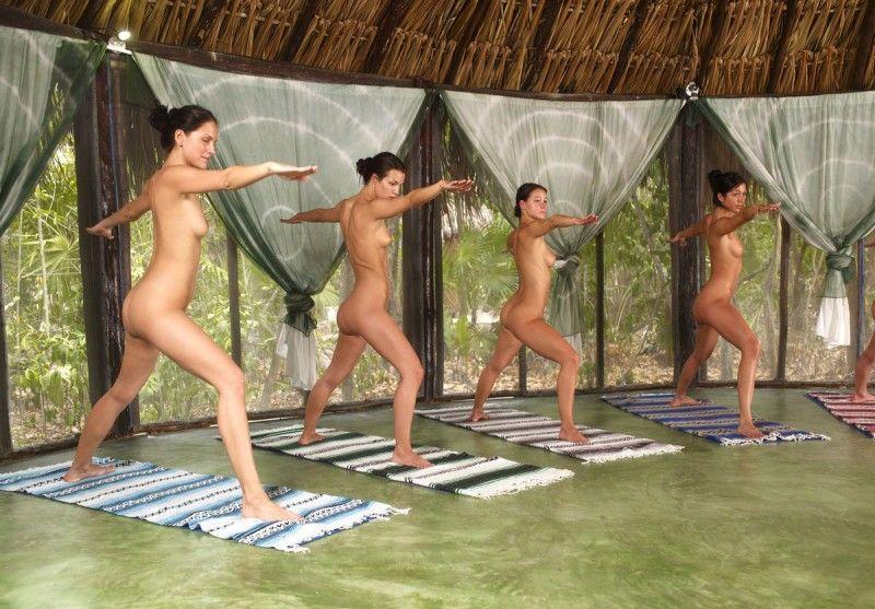 video-golaya-gruppovaya-yoga
