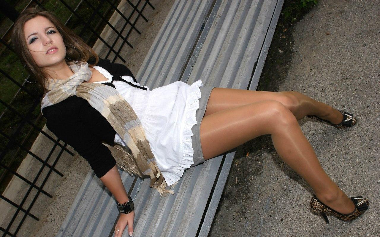 Фото развратных девушек в коротких юбках и колготках, В юбках - девушки в юбках без трусов - женщины 6 фотография