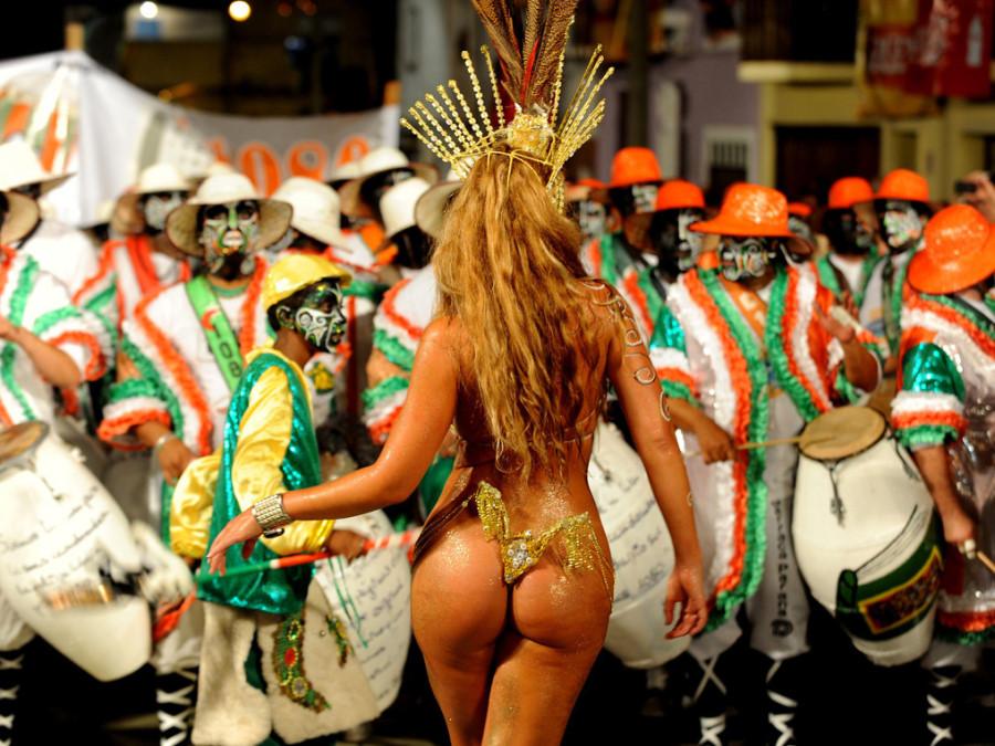 Большие жопы на бразильском карнавале