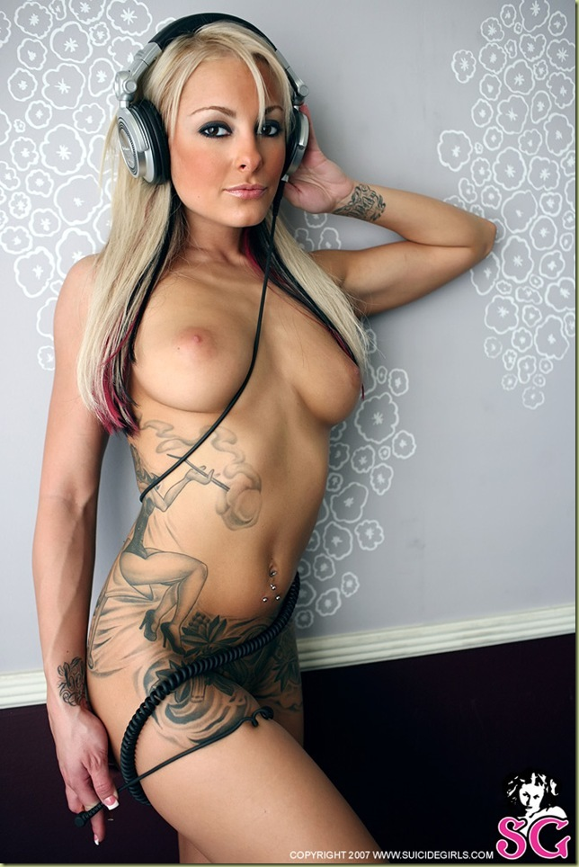 Hot naked techno girl