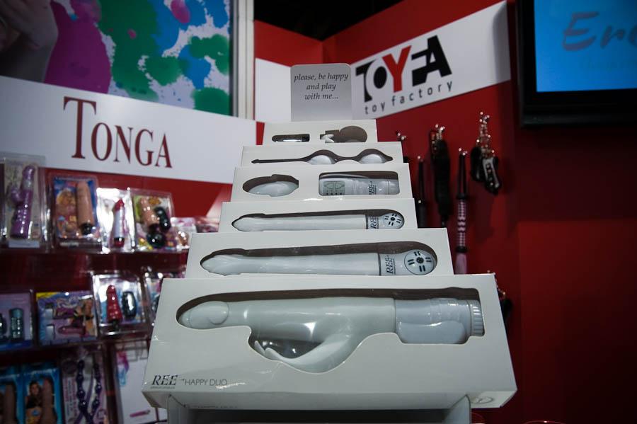 Не давно прошла очень интересная выставка секс игрушек и огромным