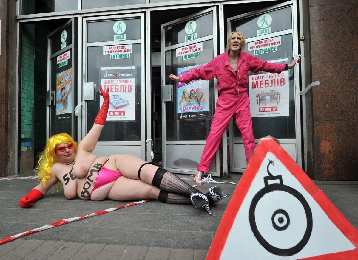 Секс бомба от FEMEN (12 фото).