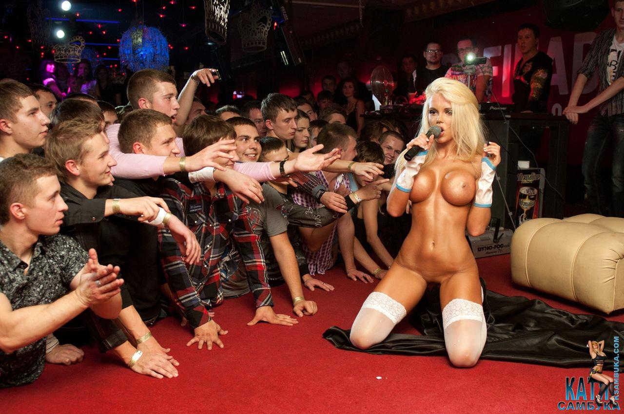 Секс шоу на сцене смотреть онлайн 13 фотография