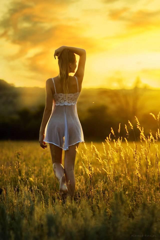 Девушки в прозрачных платьях картинки