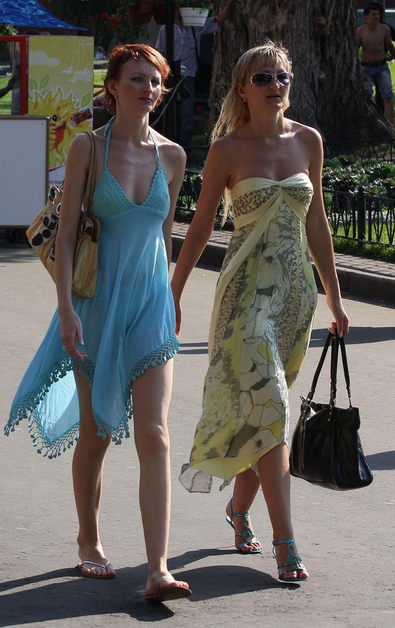 тёлки в прозрачных платьях на улицах пермь